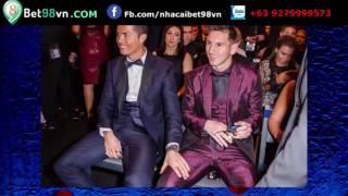 Lý do Ronaldo rờ đùi Messi