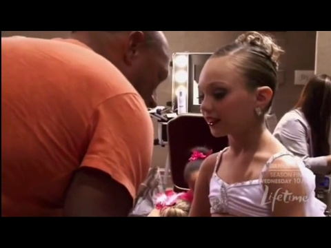 Dance Moms - Maddie and Mackenzie's dad comes backstage (Season 1 Episode 11)