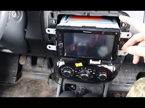 Pioneer MVH-AV280BT с камерой заднего хода в Рено Дастер