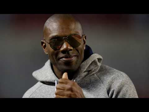 Terrell Owens Calls Jason Whitlock and Michael Irvin Uncle Toms, Offers Irvin 'Powdered' Donut