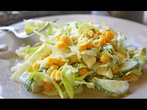 Витаминный салат с капустой, огурцами и кукурузой