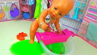 Куклы! Беби Бон ЗАСТРЯЛА В ЖЕЛЕ Кукла КАТЯ ИСПОРТИЛА ВОДУ Снег в ванной Желейная ванна для кукол