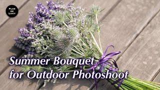 야외촬영을 위한 라벤더 여름 부케.