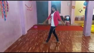 Kala Chashma dance video.