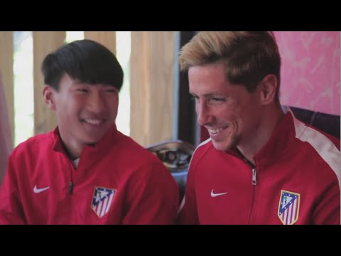 Fernando Torres Celebrates Chinese New Year with Children Wanda Project 2015