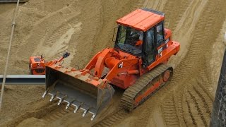 Crawler Loader / Laderaupe CATERPILLAR 953C beim verteilen von Sand - Soeren66