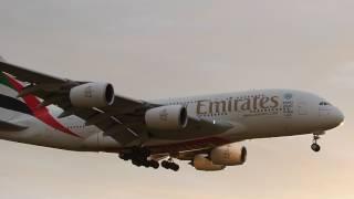 Emirates Airbus A380 laskeutuu Helsinki-Vantaalle 30.6.2017