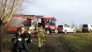 Brandweer bevrijdt ree uit hekwerk aan Zwolsedijk