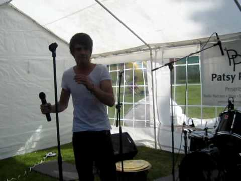 Liam Payne singing use somebody Wordsley Party in the park 12.06.10