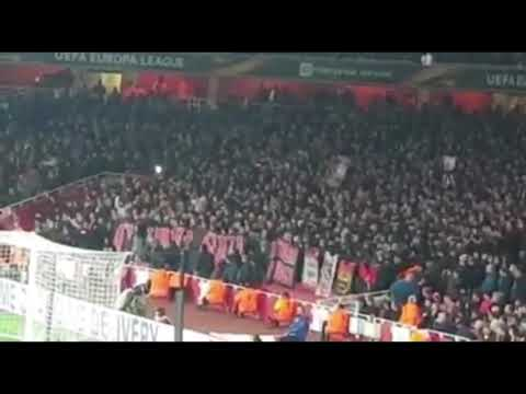 Incredibili tifosi del Milan all'Emirates Stadium