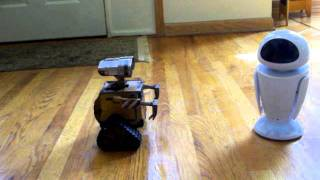 Repeat youtube video Remote Control WALL-E and EVE Toy Demo