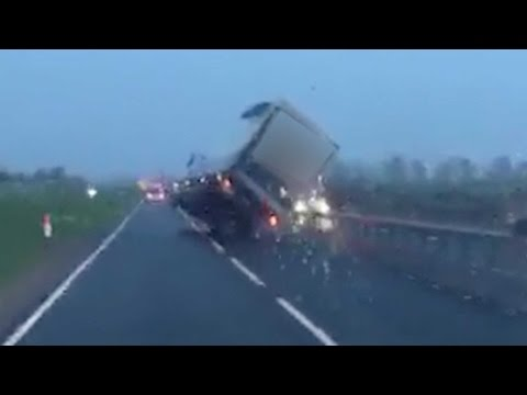 Wind Causes HGV To Do Dangerous Wheelie