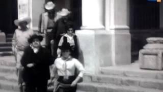 Video Aquella Rosita Alvires: El banquero y el presidente municipal. download MP3, 3GP, MP4, WEBM, AVI, FLV Januari 2018