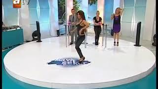 Nuran Sultan Bacak  Göğüs frikik çatal frikik kalça show bacak göğüs show