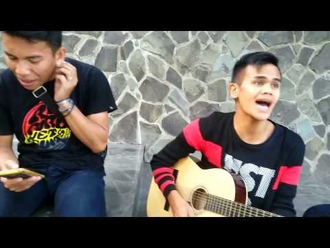 DANG PENGHIANAT AU (COVER) BATAK TRIO TWI MANTAP...!!!!!!