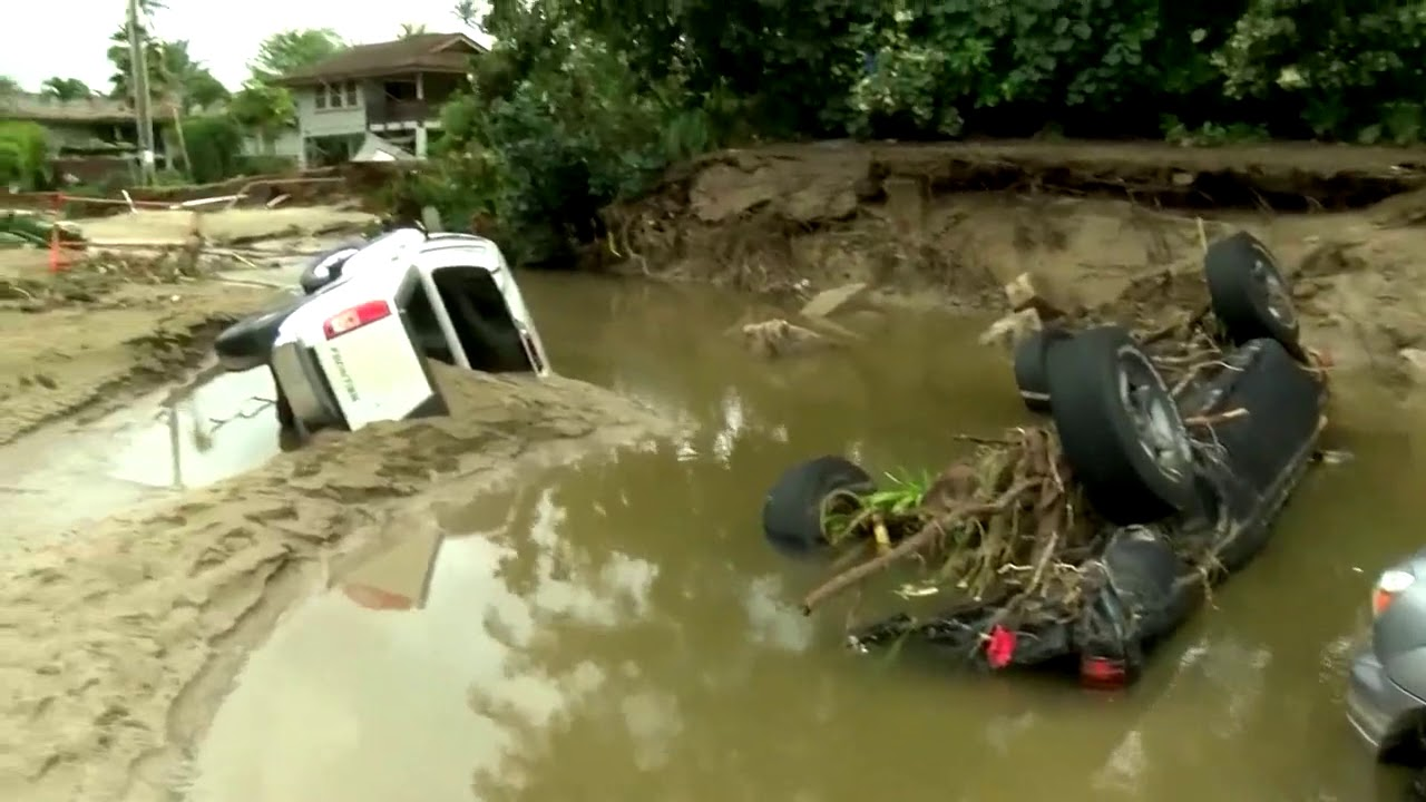 Over 200 Hawaii residents airlifted from Kauai flooding