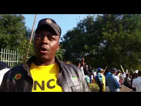 Protesters near Matumi Golf Estate - Chris Mashele SANCO regional secretary for Ehlanzeni