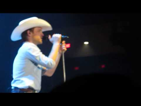 Justin Moore- Outlaws Like Me & Amazing Grace