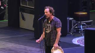 Pearl Jam 2018-07-03 Cracow, Tauron Arena, Poland - Yellow Ledbetter WITH FAN ON GUITAR (4K 2160p)