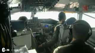 Largest Military Aircraft refuels in mid-air , C-5 Galaxy (Amazing Video)