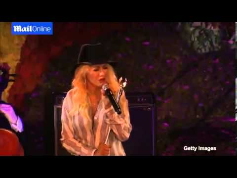 Christina Aguilera performs at the 2014 Hollywood Stands Up To Cancer Event