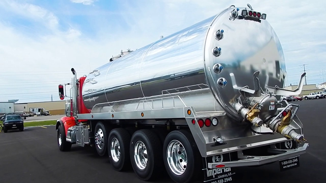 6000 Gallon Septic Tank on a Peterbilt