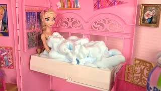 Barbie Pink Bedroom Morning Routine du Matin avec Elsa et Raiponce