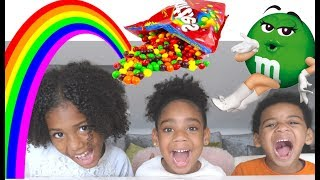SKITTLES VS M&M'S, HOW TO MAKE A RAINBOW | KIDS FUN EXPERIMENT