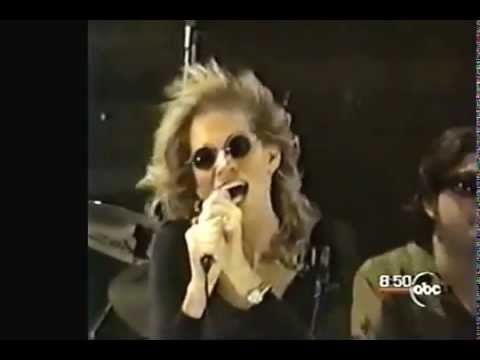 Carly Simon singing Nobody Does it Better in Bryant Park 2000