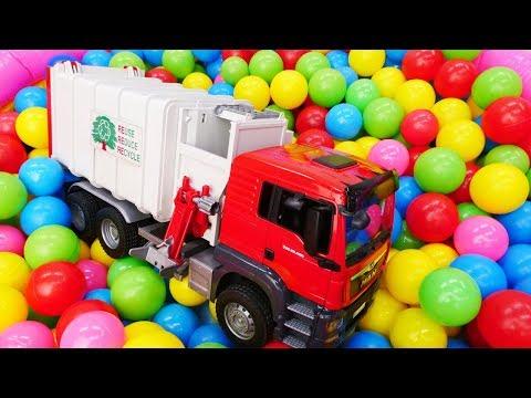 видео: Видео для детей про большие машинки: Как Мусоровоз собирает мусор?