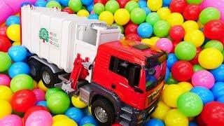 Видео для детей про большие машинки: Как Мусоровоз собирает мусор?