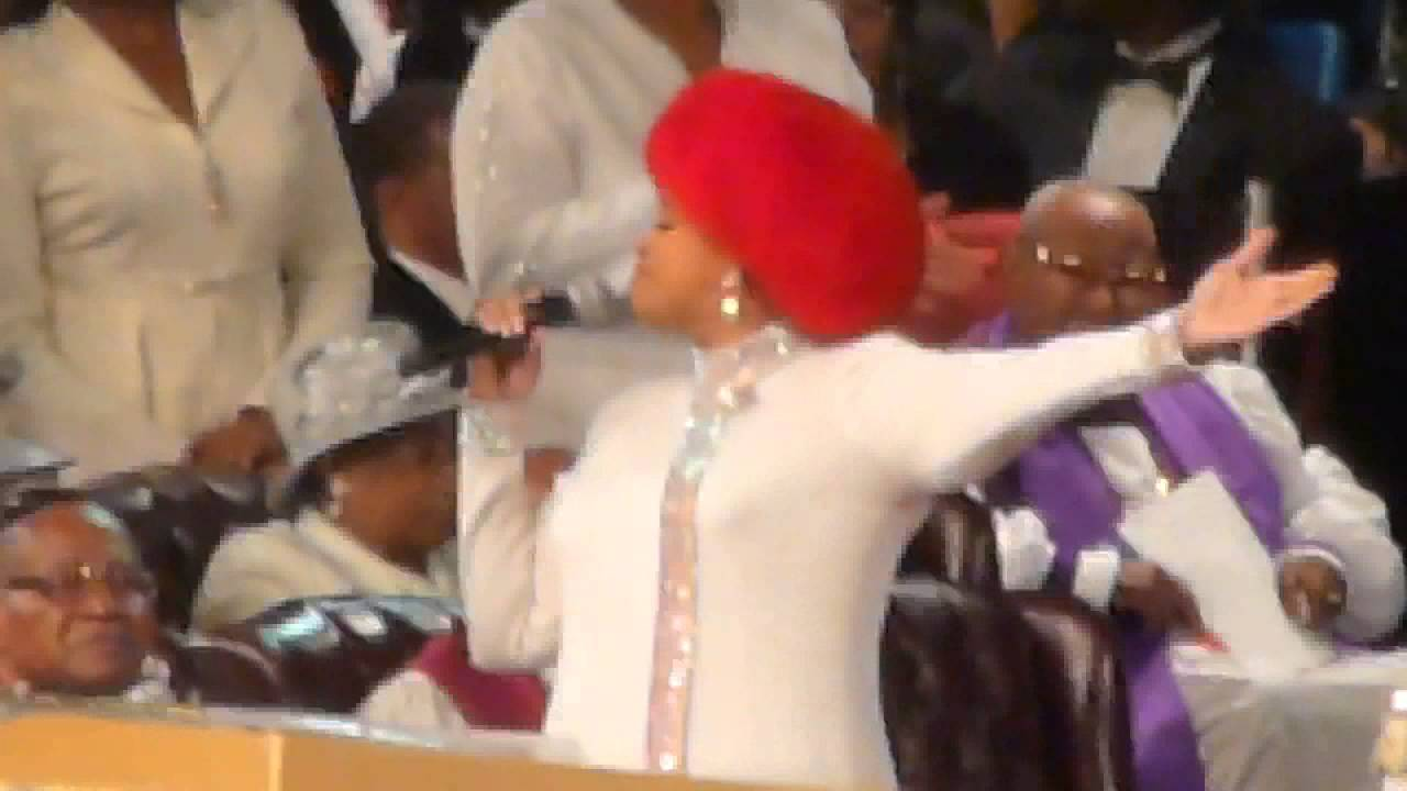 Karen Clark Sheard sings on Official Day at 105th COGIC Holy