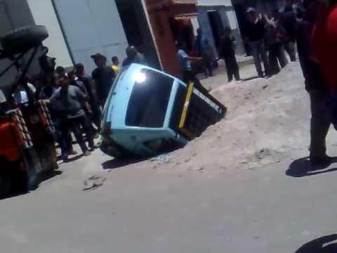 accident drole d'un petit taxi a meknes !!