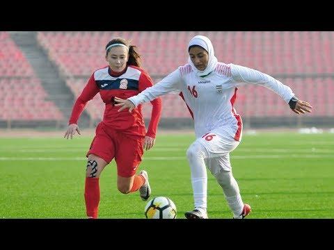 В Душанбе проходит женский футбольный турнир