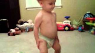 baby dancing to antoine dodson s bed intruder song