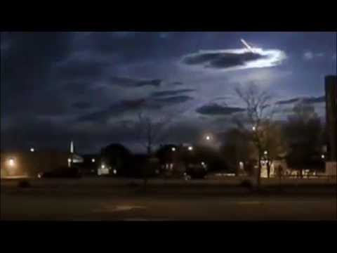 Meteorite illuminates the sky during fall