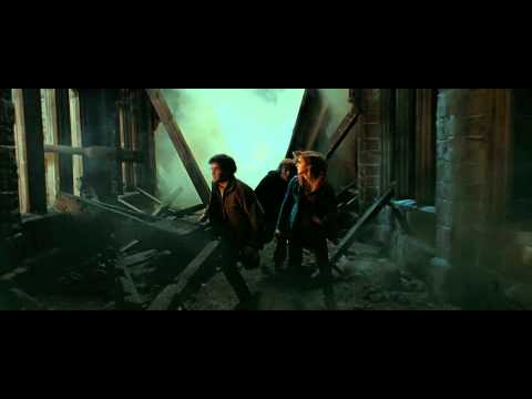 Harry Potter and the Deathly Hallows - Part 2 (Courtyard Apocalypse Scene - HD)