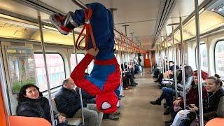 ÖRÜMCEK ADAM METROYA GİDİYOR. w/ Spiderman in Real Life