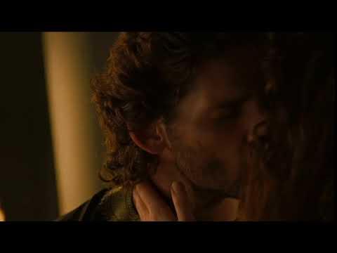 Troy: Eric Bana kissing Saffron Burrows