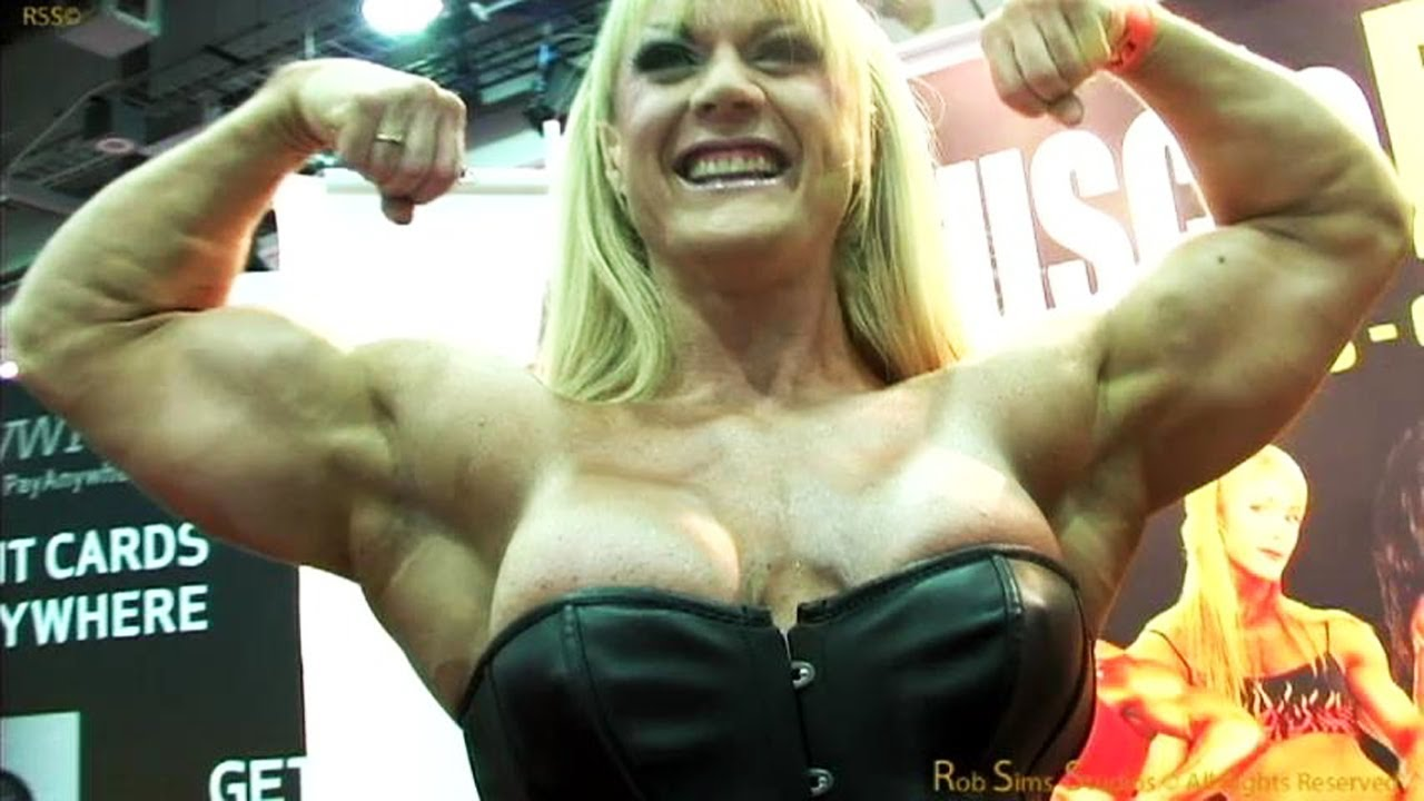 Lisa cross bodybuilder in the muscle pin ups booth at the - Lisa cross fbb ...