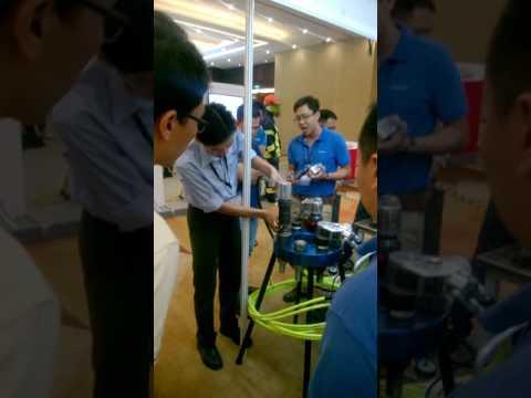 Hytorc Vietnam Demo tại kỹ thuật Stretch To Load tại Oil & Gas Vietnam (OGAV) 2016 vào 20/10/2016