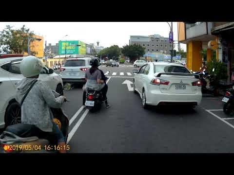 台中市雙十路太平路口違規併排停車