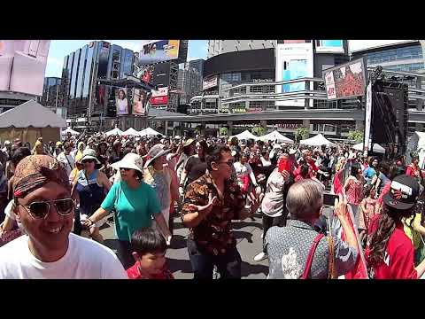 Flash Mob Maumere Dance Storms The Busiest Public Space In Canada
