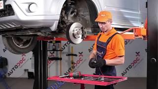 Cómo cambiar Travesaños barras estabilizador HONDA CR-V II (RD_) - vídeo gratis en línea