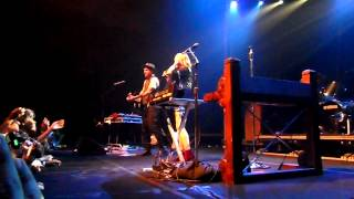 Gold Guns Girls & Gimme Sympathy - Metric Live in Singapore 310712