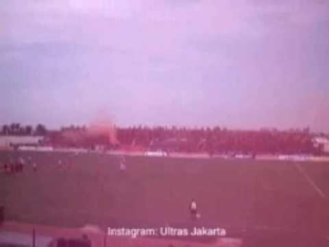 Aksi The Jakmania saat Derby Ibukota PERSIJA Vs PERSITARA di Stadion Kamal Muara, Jakarta Utara