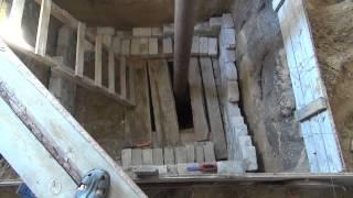 Строительство, выкладываю погреб, подшиваю потолок(Во первых, Большое спасибо за комментарии к ролику об электричестве, я несказанно счастлив что у меня есть..., 2014-08-31T06:41:48.000Z)