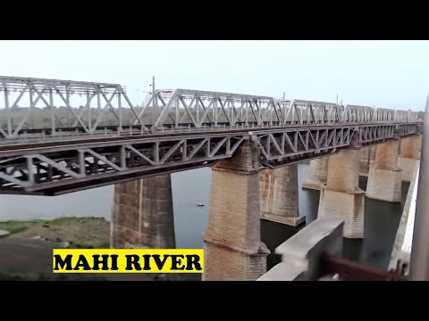 WAP5 TVC Rajdhani Bhairongarh Jumps Mahi River
