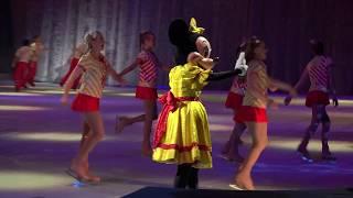 ディズニーオンアイスのミッキーとミニーちゃんのスケートシーンです。...