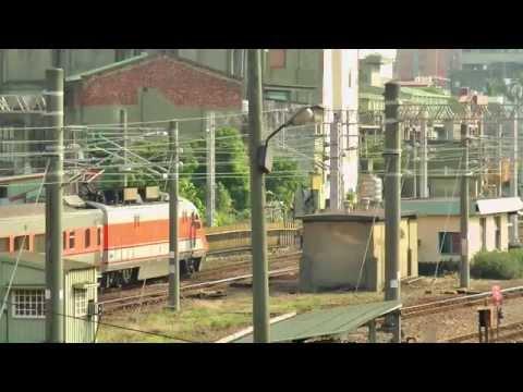 [HD] The Taiwan TRA down Tzu-Chiang E1000 (E1040 + E1037) Train No. 125 at Changhua Station